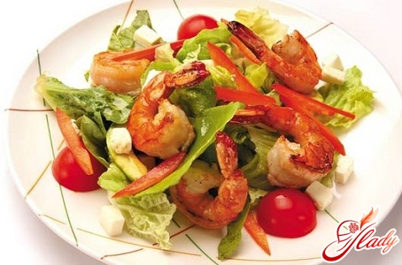 salads with shrimps and cheese