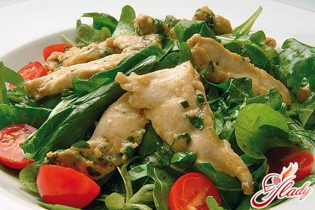 salad with chicken and tomatoes