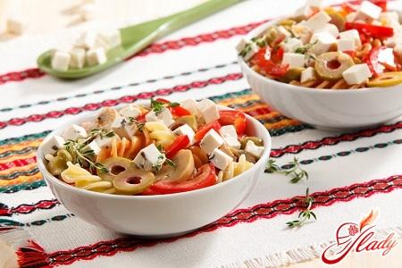 salad of pasta with ham