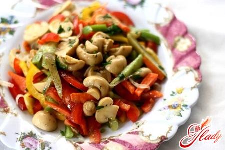 salad with champignons