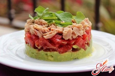 salad with tuna and tomatoes
