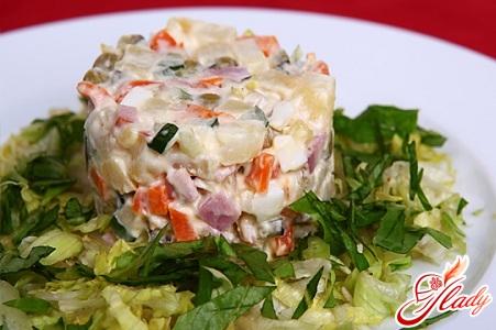 салат з шинкою і огірками