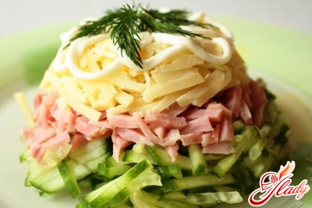 salad with ham and tomatoes