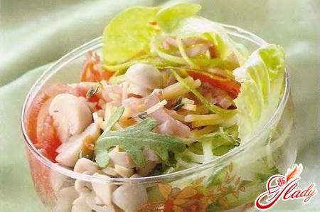 salad with tomato and ham