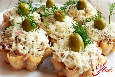 salad in tartlets