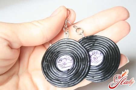 earrings in the form of plates with their own hands