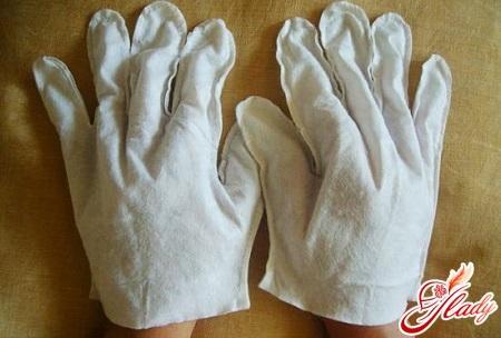лущення і тріщини на пальцях рук
