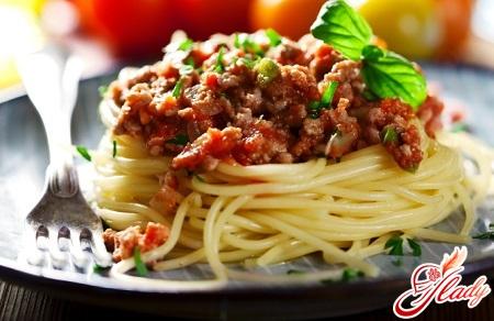 класичний спагетті болоньєзе