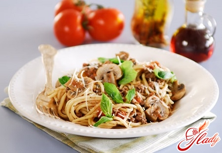 спагетті болоньєзе з грибами