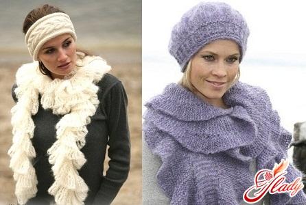 knit a beautiful female scarf
