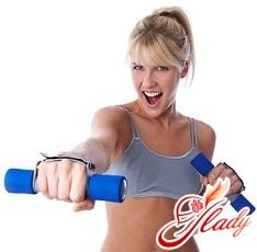 вправи з гантелями для жінок для рук