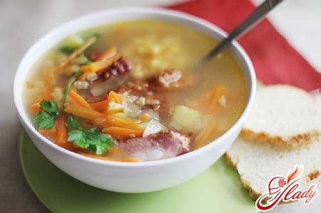 гороховий суп з салямі
