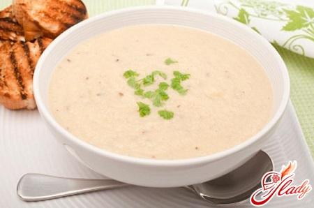 creamy soup with cauliflower