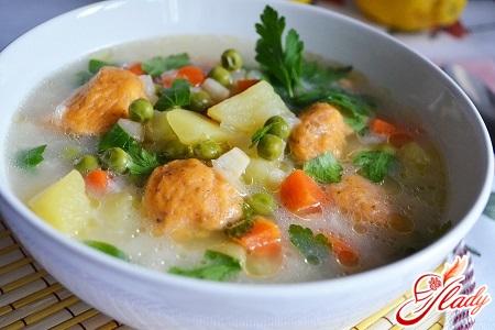 смачний курячий суп з галушками