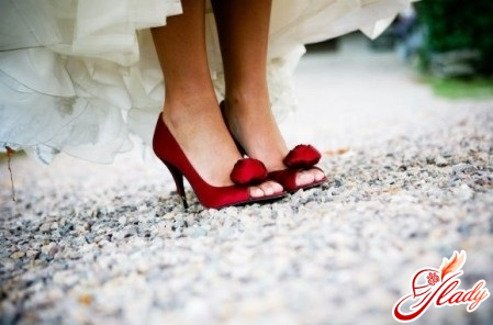 wedding shoes for the bride photo