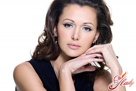 fashionable bridal makeup for brunettes