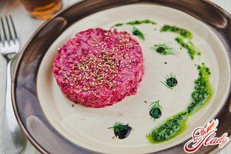 beets with garlic and mayonnaise