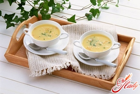 Cheese cream soup with shrimps