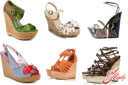 summer sandals on a wedge or clogs