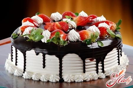 торт з бісквітних коржів