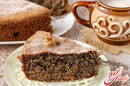 cake with poppy seeds and nuts