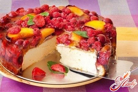 торт з желе і фруктами
