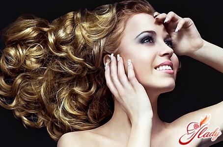 красива укладання волосся хвилями