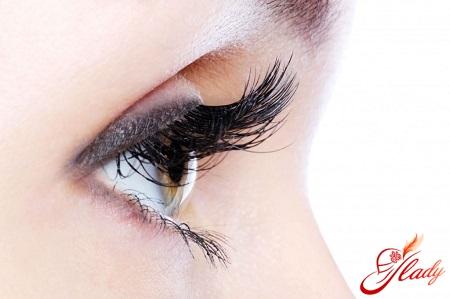 strengthening eyelashes at home