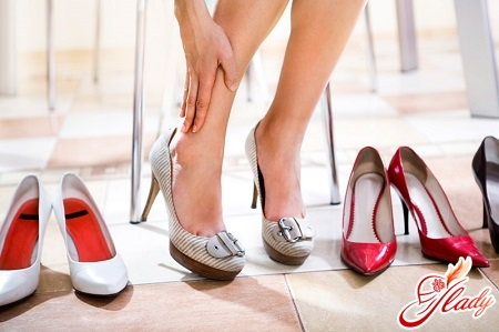 неправильна взуття може послужити причиною для вальгусной деформації стопи