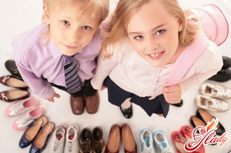 the right choice of shoes to avoid deformities of feet in children