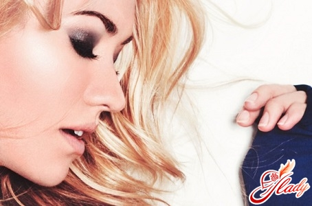 evening make-up for blondes