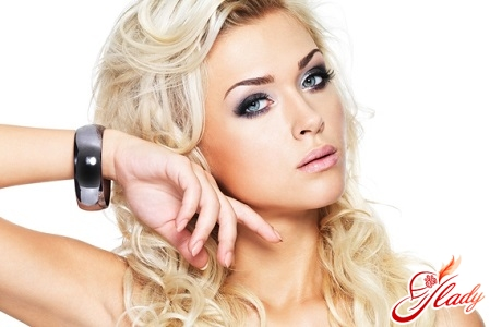 evening make-up for the blonde