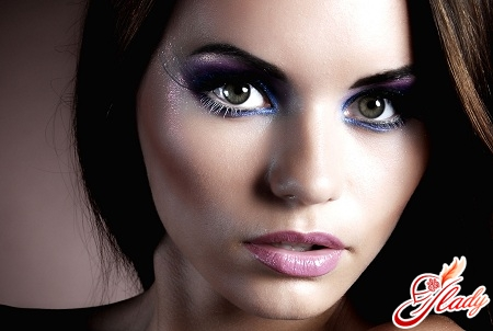 evening make-up for green eyes