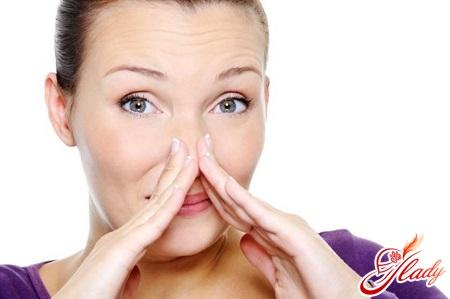 причини різкого запаху сечі вранці