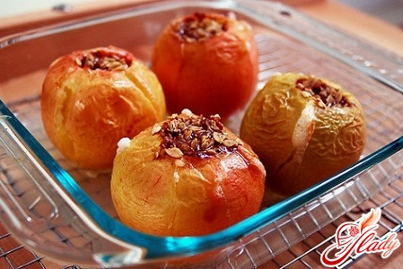 baked apples in a microwave oven