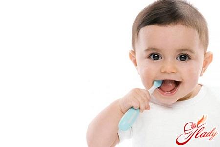 change of baby teeth in children